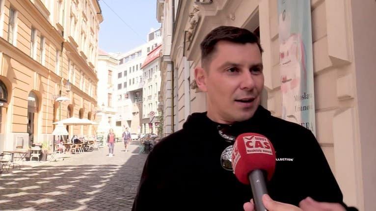 Moderátor Dodo Kuriľák svojimi slovami poriadne prekvapil: V práci dostáva pľuvance do kávy?