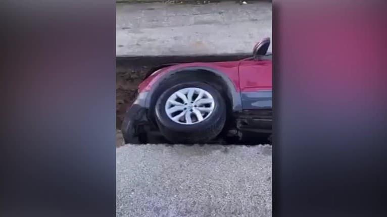 Kuriózne video z obce Vinosady na západe Slovenska: Ako sa toto podarilo? Sledujte, kde skončilo auto!